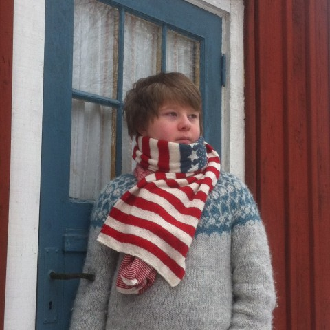 A free knitting pattern –  a scarf with love from sweden
